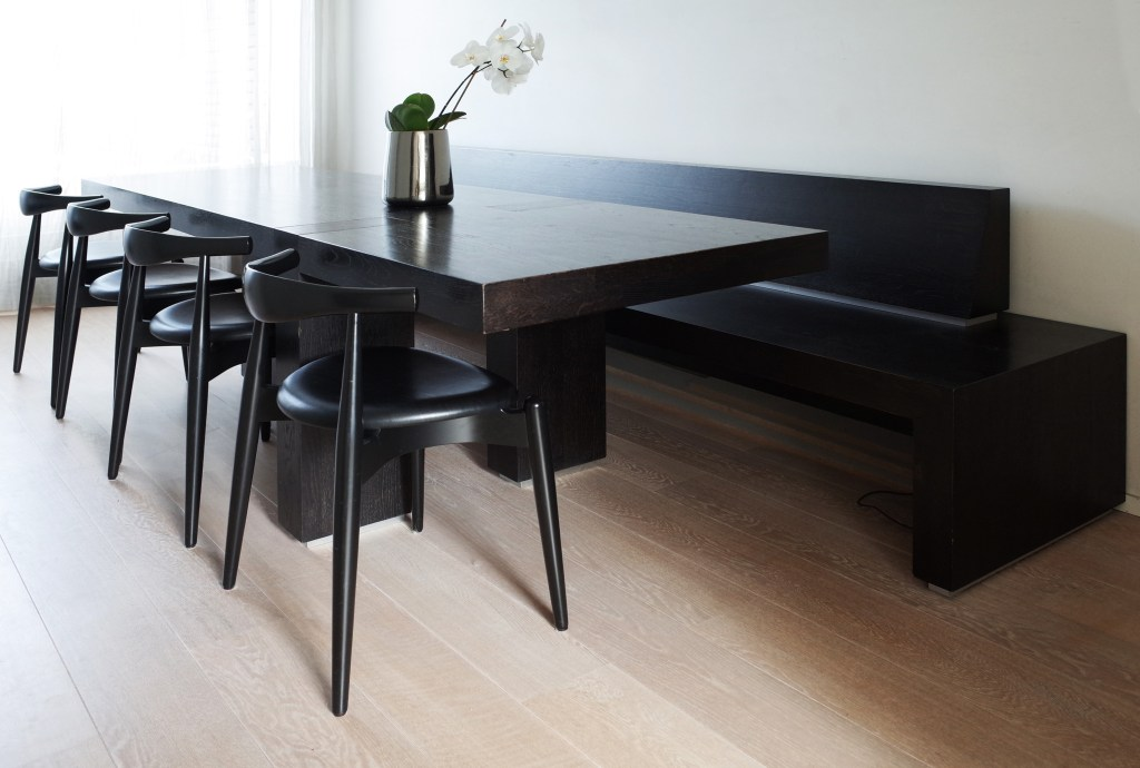 Table house M