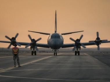 Air Task Force – Iraq (ATF-I) marshals a CP-140 Aurora (Photo: Op Impact, DND)