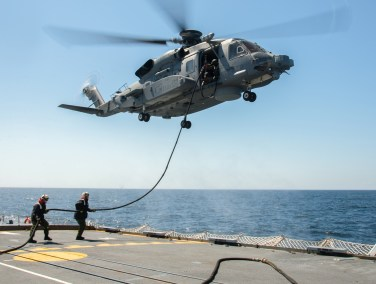 Refuelling CH-148 Cyclone on HMCS Montreal (Photo: Leading Seaman Dan Bard, Formation Imaging Services)