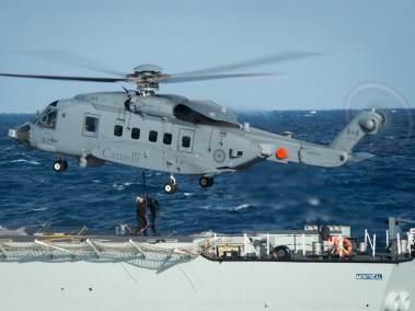 Vertical replenishment training with the CH-148 Cyclone on HMCS Montreal (Photo: MCpl Jennifer Kusche, Canadian Forces Combat Camera)