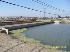 The Russell Ave. bridge is at the level of the water surface in the outside canal. To keep the bridge from flooding, side walls were built on the bridge. There is no space, or 'freeboard' between the water surface and the bridge. * Photos courtesy of Chris White, Central California Irrigation District: