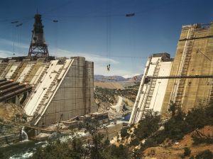 1024px-Shasta_dam_under_construction_new_edit