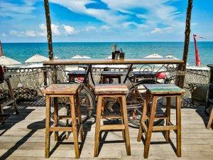 Table décoration avec un velo a Lamai beach