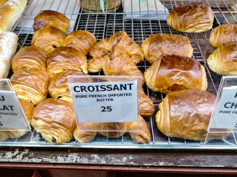 croissant et pain au chocolat à la boulangerie La Fabrique à Koh Samui