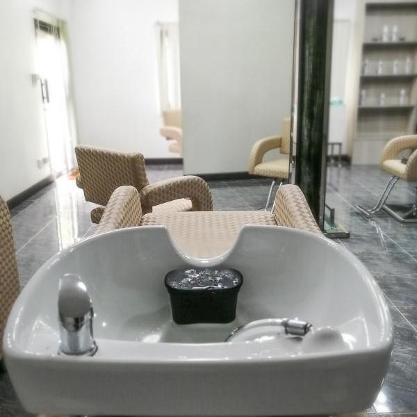Coiffeur de luxe a Koh Samui chez Ooh La La Beauty & SPA Palace