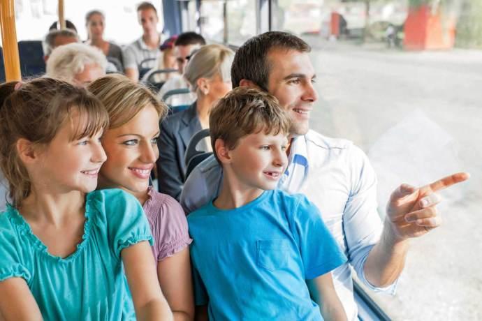 Почему в машинах пассажиры пристегиваются, а в автобусах – нет