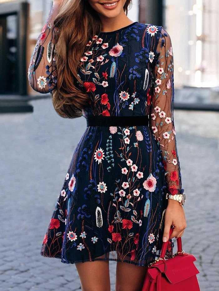 Vestido con Flores Bordadas