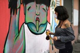 Ratona (Ecuador) pintando embarazada. Quito, 2012.