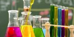 قارن بين الخواص الفيزيائية والكيميائية