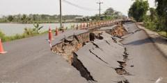 تسمى الموجات التي يولدها الزلزال وتمر بباطن الأرض وعلى السطح