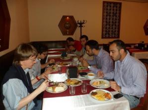 A cena con esponenti del Partito Socialista Nazionale Siriano, maggio 2011