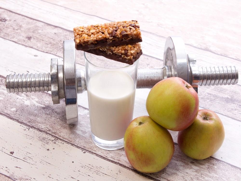 筋トレと食事の関係を象徴するイメージ