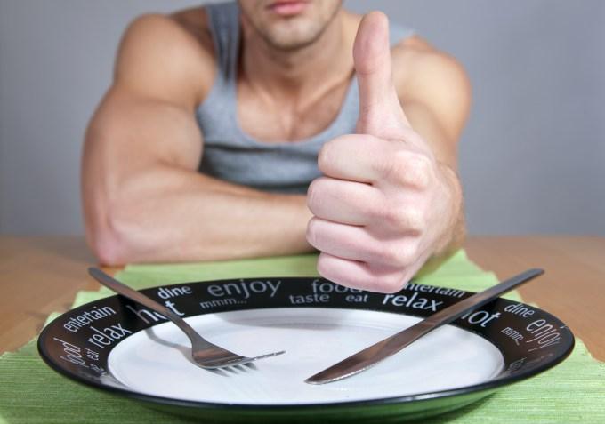 食事前の男性