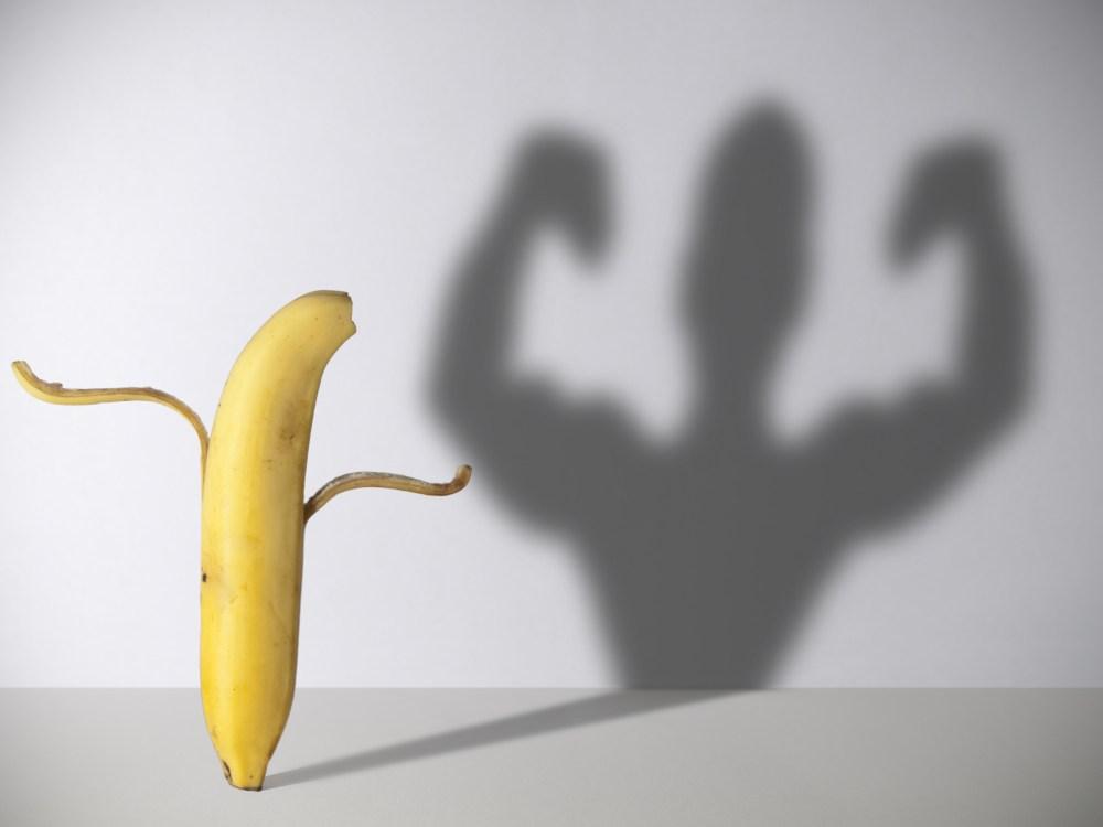バナナとマッチョ男の影