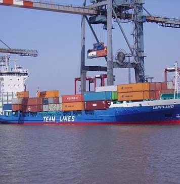 Short Sea Shipping with Feeder Vessel