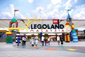 Maxicab and Minibus booking to Legoland