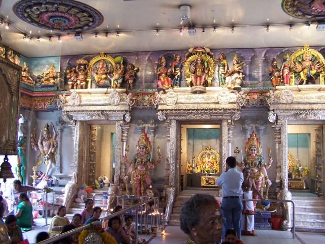 100 0399 300x225 Sri Veeramakaliamman Temple in Singapore