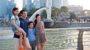 item 2.thumbnail.image path.350.1971 300x169 Merlion Park in Singapore