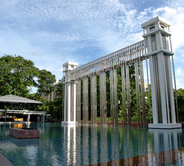 pic 006 300x271 Istana in Singapore