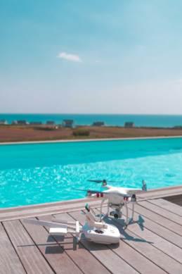 Dji3 phantom drone quimper maxime bodivit vision entreprise production audiovisuelMaxime-Bodivit-Vision-Photographe-Filmmaker---Swim-Garden-Pleuven-piscine-ever-blue-jacuzy
