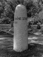Grabstele für Emine Senocak, Friedhof am Columbiadamm, Berlin-Neukölln, entworfen und gestaltet von Maximilian Klinge