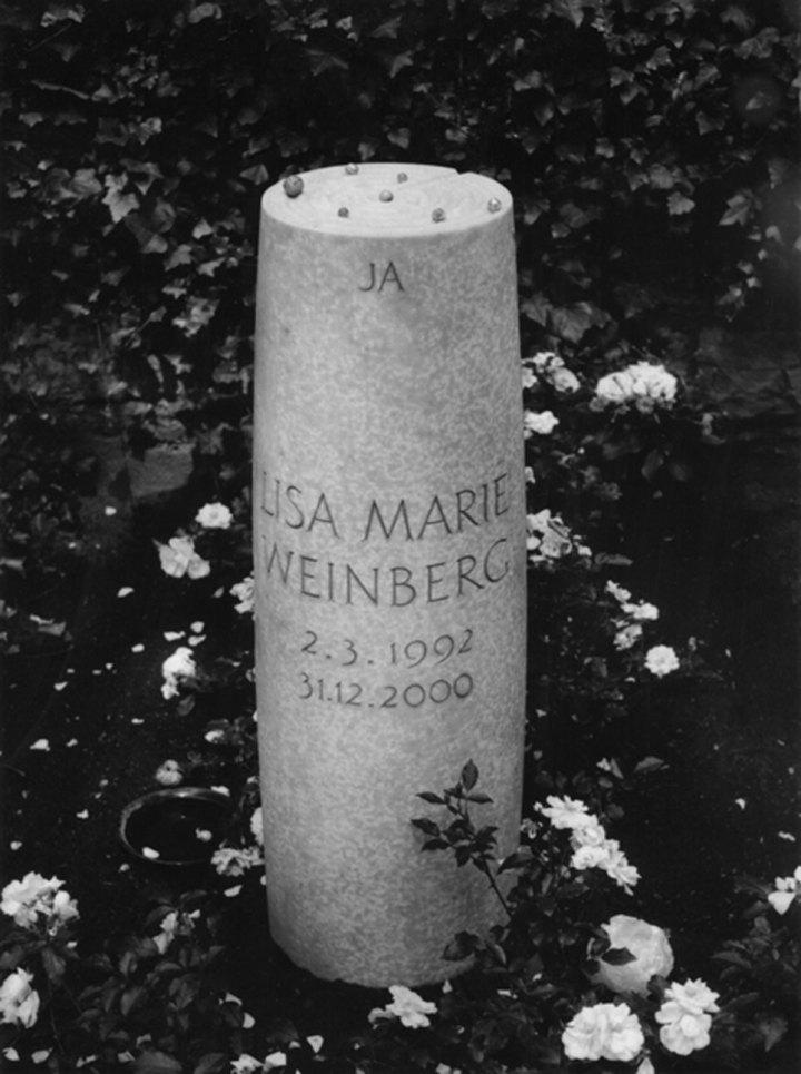 Grabstein für Lisa Marie Weinberg, Waldfriedhof an der Heerstraße, Berlin-Westend