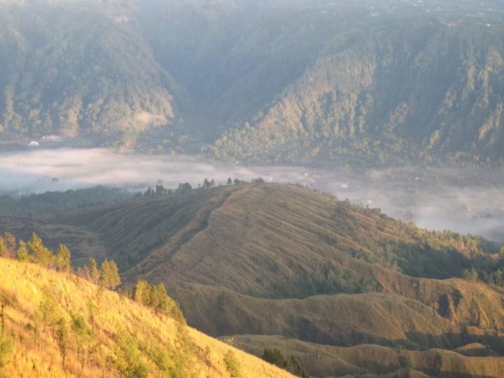 Долина внизу.