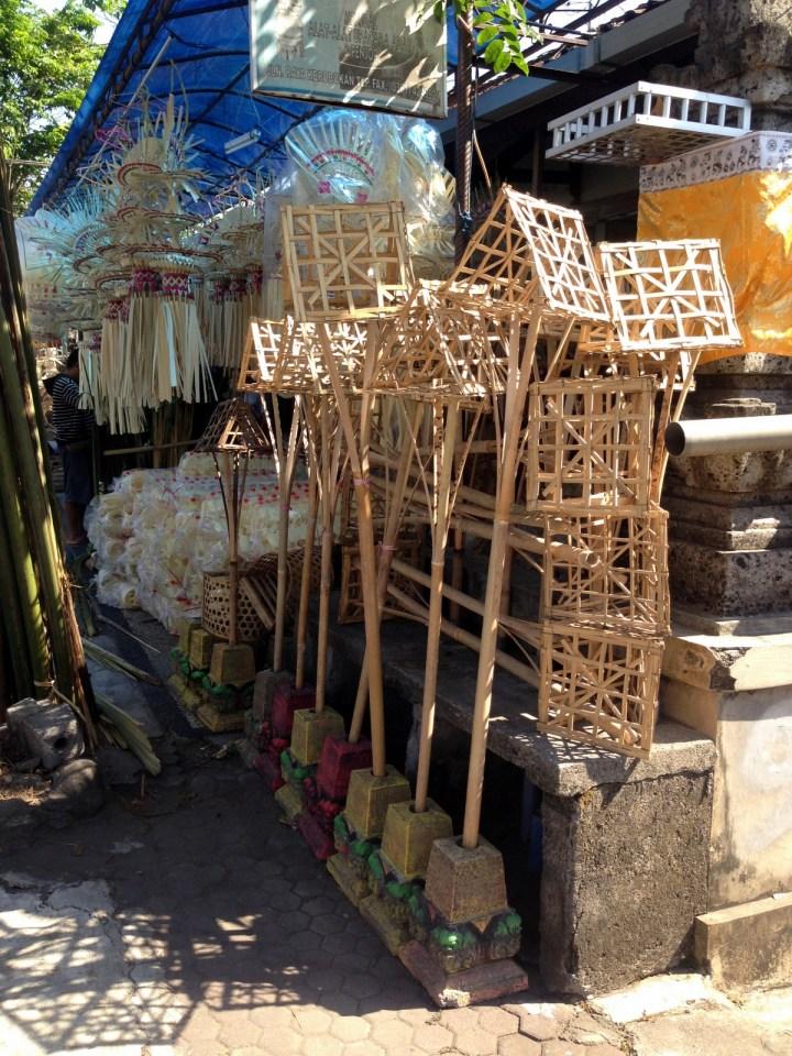 Домики для духов предков.