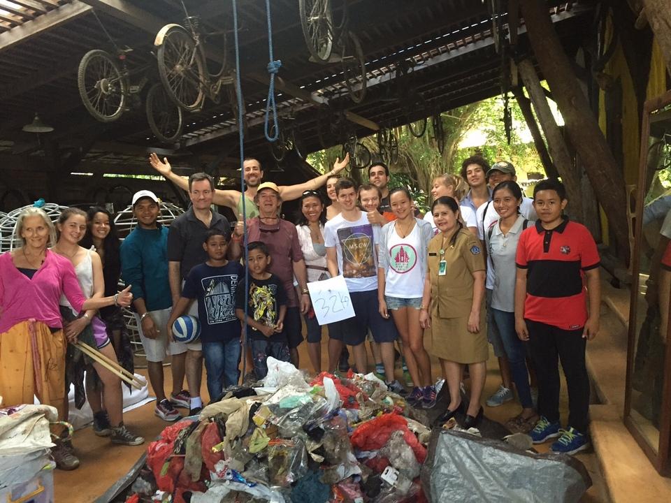 Поле битвы Бали: экспаты против мусора