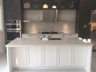 Calacatta nuvo caesarstone kitchen, island and backsplash ...