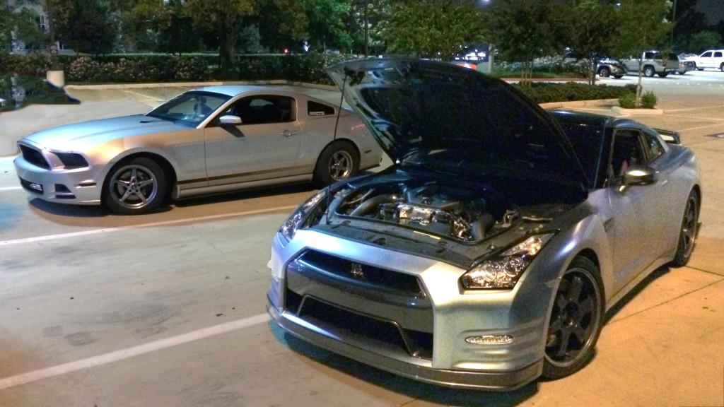 V6-Mustang-Smokes-a-720HP-GT-R
