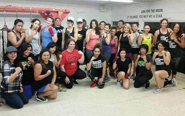Thank you to all the powerful women who came out to @maxwellsboxing for Ladies' Night 5.0!  Nothing but good vibes and so many new faces eager to learn the sweet science. We appreciate our vendors for coming out and sharing their products as well!Keep your eyes and ears open - DJ Shaye Boogie+ Coach Heidi+ Coach Gwena + Coach Marielle=LN6 Coming soon!...#maxwellsboxing #boxing #fitness #trainhard #ladiesnight2017 #whattodosandiego #gno2017 #summerinsd #lipsense #kitchennuts #balancedspoons #pruvit #miramar #miramesa #poway #pq #ranchobernardo #kearnymesa #clairemont #lajolla #delmar #sorrentovalley @sherm06 @ryan_823 @joehowmuch