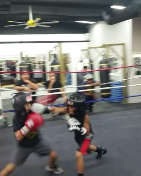 Sparring with Bomber Squad, proud of my 9 year old student, Joaquin Cruz, who worked with the Golden Glove Champion, Nico Sanchez. So excited for his debut in 2018.  And had my student Boogs Martinez ripening from the green, he'll be making progress.  Huge thanks to Coach Berlin and his awesome staff at Bomber Squad!#boxing #sandiegoboxing #gyms #sdgyms #fights #fitness #sandiego #bombersquad #maxwellsboxing
