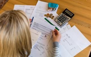 budgeting paying bills on time