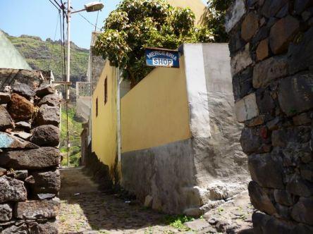 CaboVerde2013-F-41-Camino Cruzinha Ponta do Sol-Fontainhas Mercearia Shop