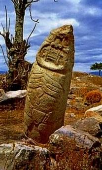 figura 24 Estelas en Kuntur Wasi 2 en sitio origen