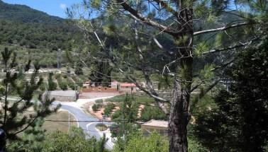 2014-07-12 Ruta dels Refugis (57) Capafonts Vue cimetiere et point de depart