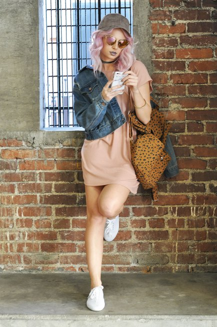 Try this casual mini dress and sneakers look for an easy comfy cute outfit. I'm obsessed with this styling!