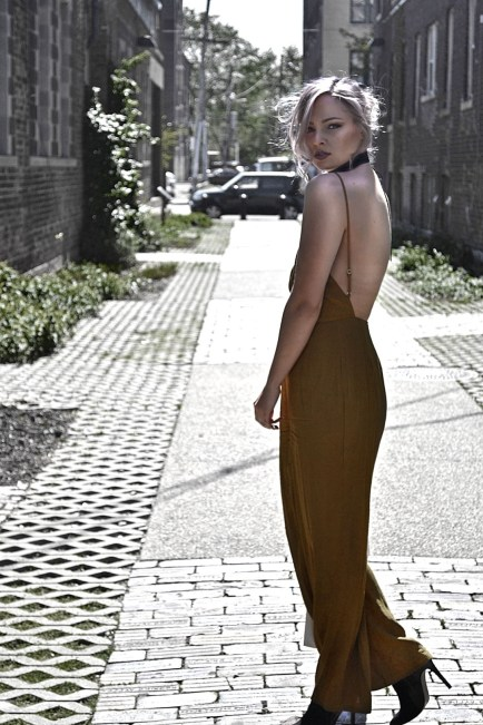What's this summer's biggest trend? Jumpsuits! Check this out for inspiration on how to wear a wide leg jumpsuit outfit for an effortlessly stylish look.
