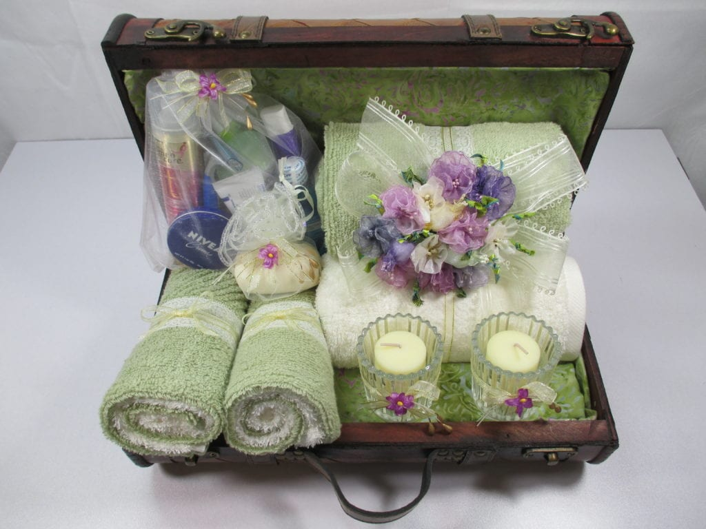 Home Decor: Decorative Trunk Bathroom Accessory Set