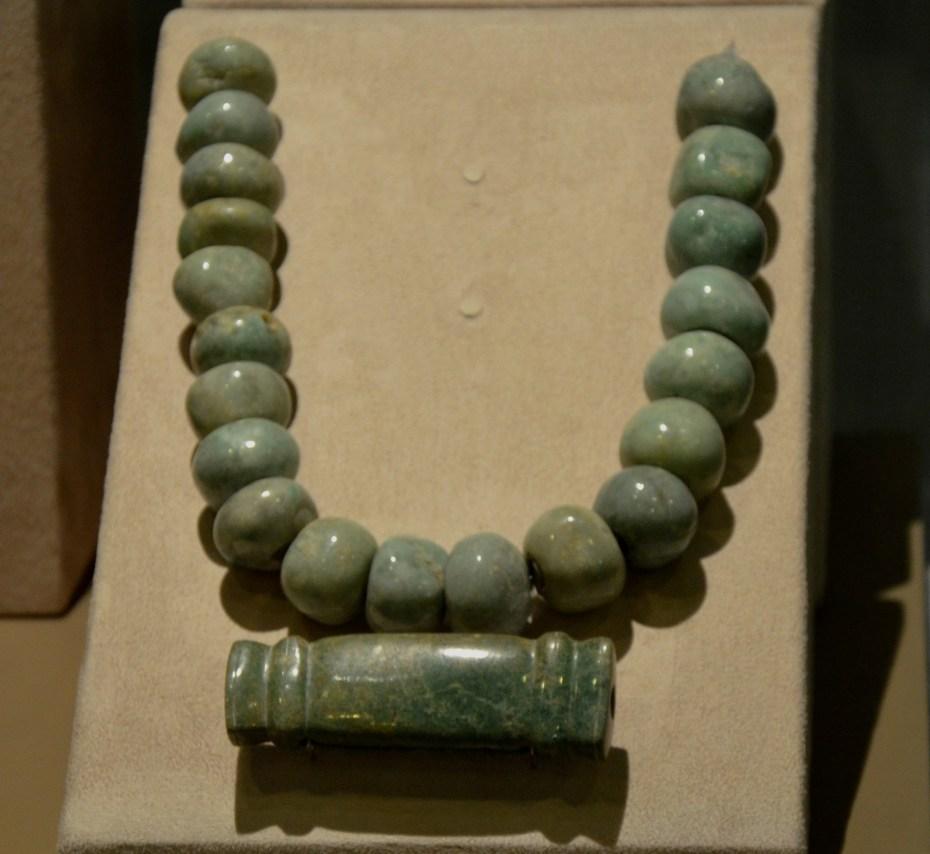 Sartal y pectoral de Jade procedente de la pirámide de la Luna