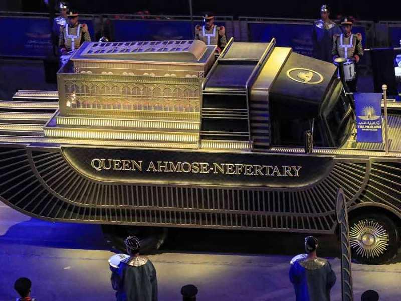 El vehículo que trasportó la momia de Nefertary