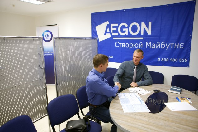 Владимир Семенов во время переговоров с клиентом