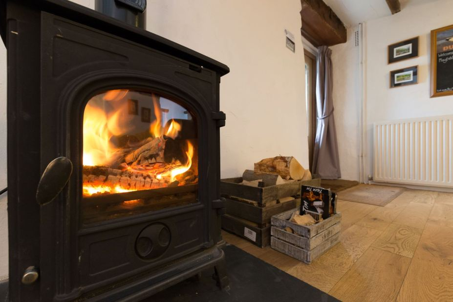 Mayfield Hideaway Peak District Holiday cottage with log burner