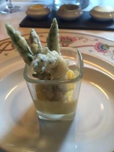 tempura asparagus with hollandaise sauce