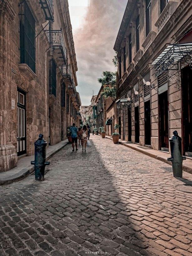 Paseo por las calles de la Vieja Habana Cuba