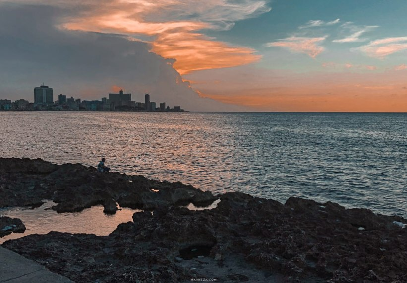 Pescador del Atardecer – El Malecón de La Habana, Cuba