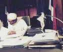Buhari-working-e1460142107567