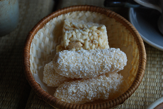 yugwa , Deep-fried Sweet Rice Cake