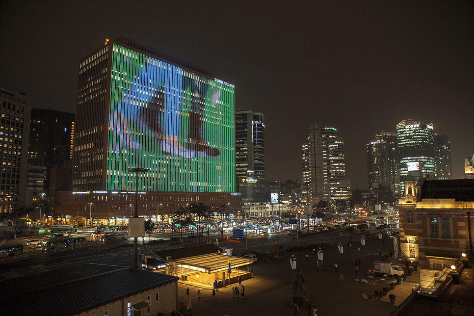 The Seoul Station 7017 project is the beginning of a human-centered urban regeneration that contributes to revitalizing the region